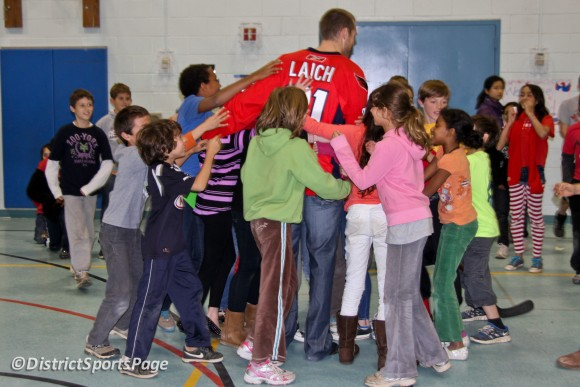 Students Thanking Brooks Laich After Hockey School (Cheryl Nichols/District Sports Page)