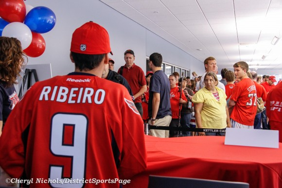 New Cap Mike Ribeiro signing autographs for fans before Washington Capitals Development Camp Day 6 Scrimmage at Kettler,  7/14/2012. (Cheryl Nichols/District Sports Page)