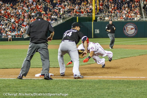 Ian Desmond hustling back to first - Chicago White Sox v. Washington Nationals, 4/9/2013 (Cheryl Nichols/District Sports Page)